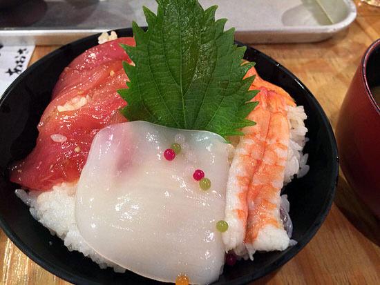 海鮮丼500円!?伏見の丸八水産のランチが安いしうますぎるしで感動!