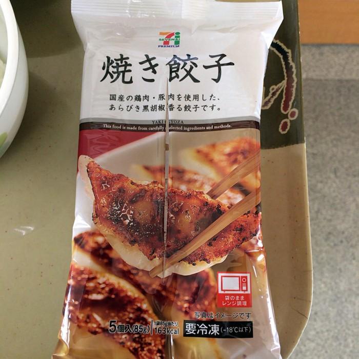 餃子好きならコンビニの冷凍餃子がおすすめ!電子レンジで簡単に調理できる!