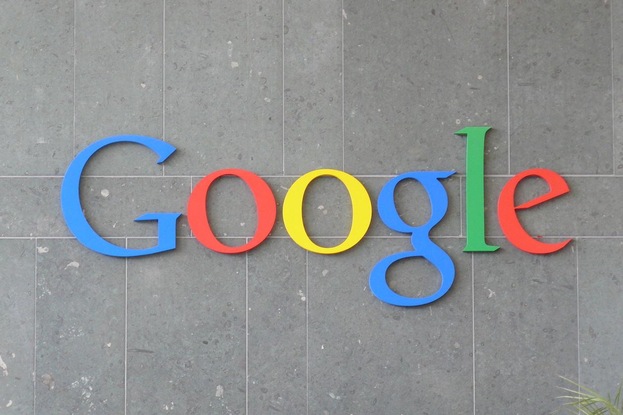 あの検索バーの上に君臨するGoogleロゴを消す方法が話題に!