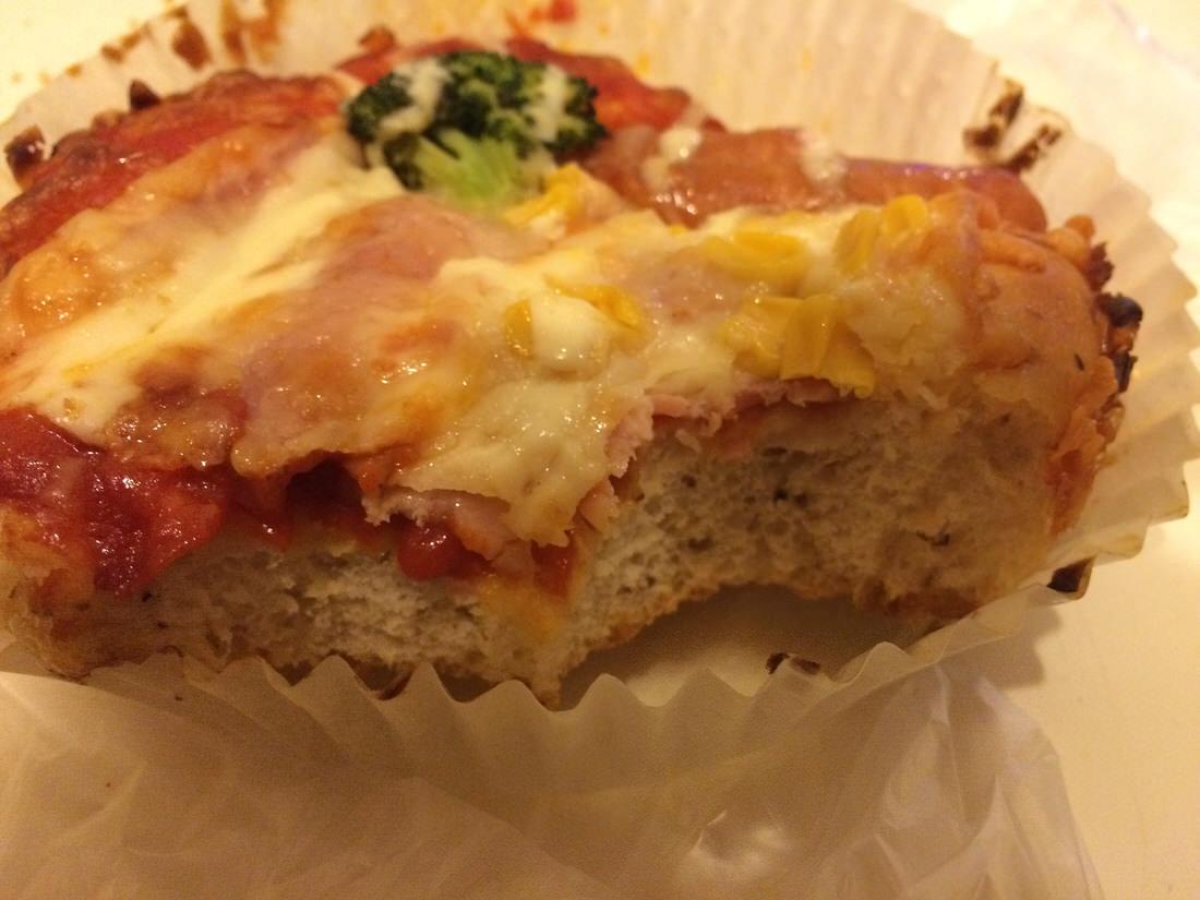 ボリューム満点ピザ・パン