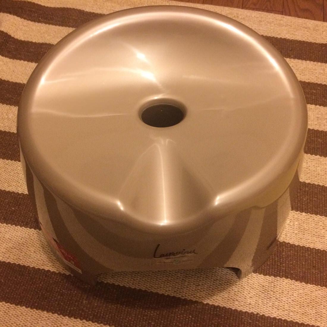 ユニバーサルデザインで銀イオン抗菌!リスの風呂イスでゆったり座れる!