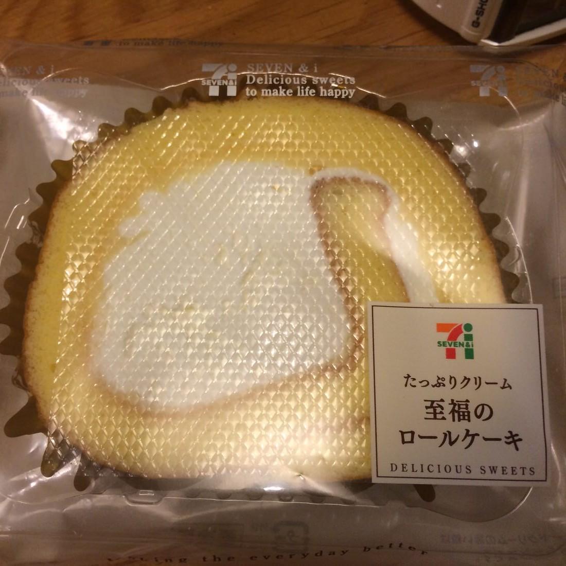 やっぱセブンイレブンの至福のロールケーキはうまいよね