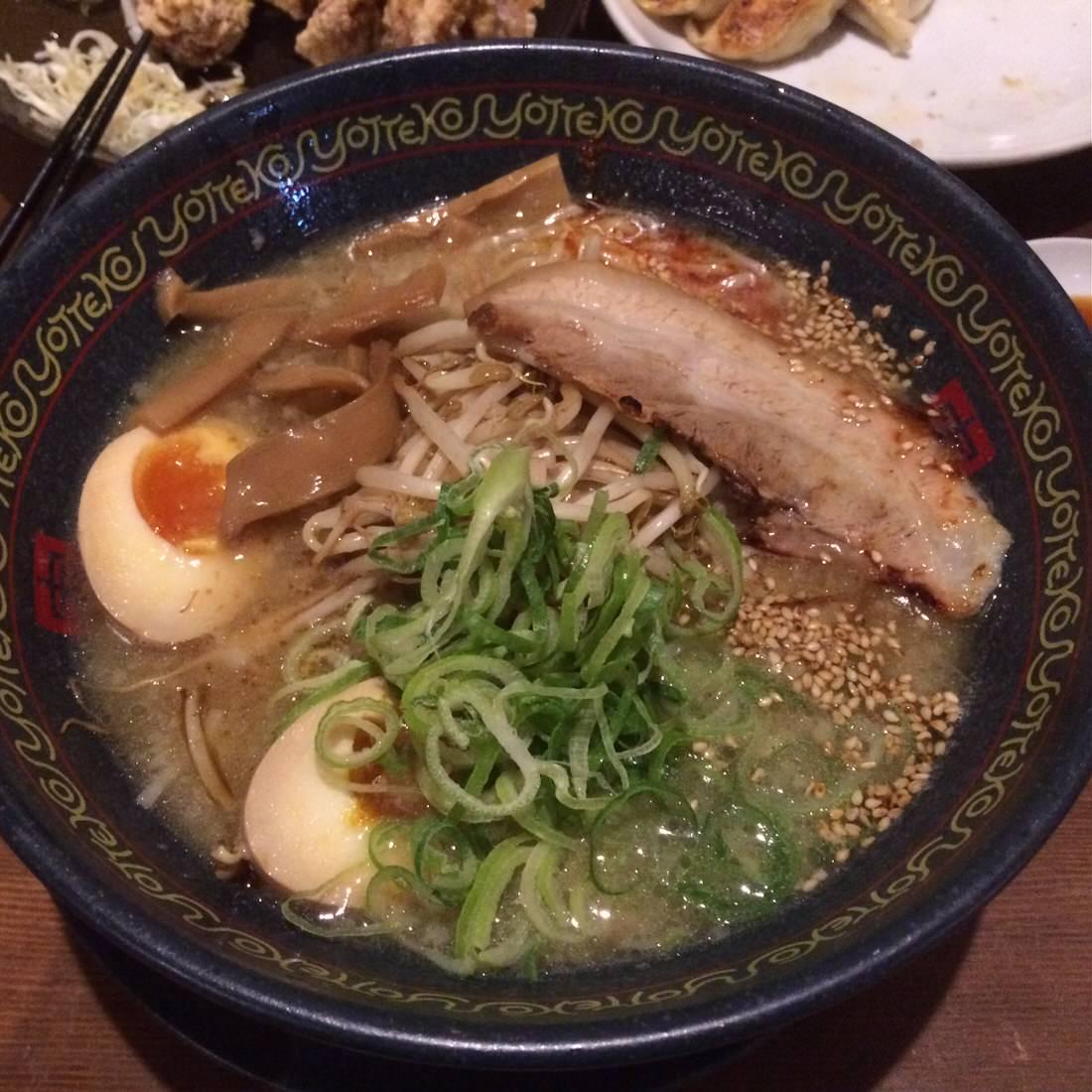 岡崎市・よってこやの醤油とんこつラーメンはまさにハイブリットな味わい!
