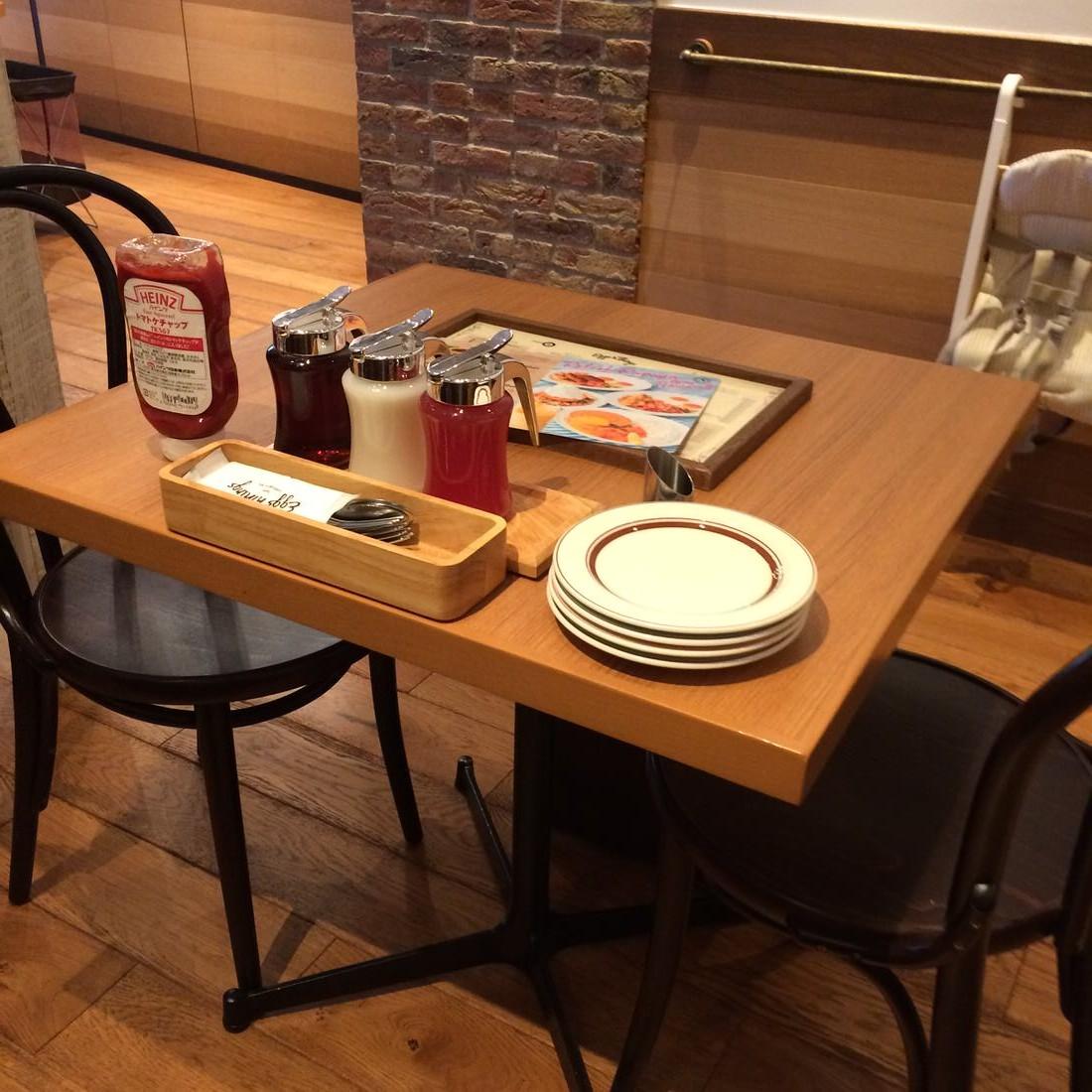エッグスンシングス-テーブル席
