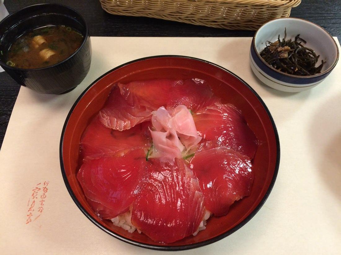 ステーキよりも海鮮派の方へ贈るおかげ横丁『二光堂』の手こね寿司