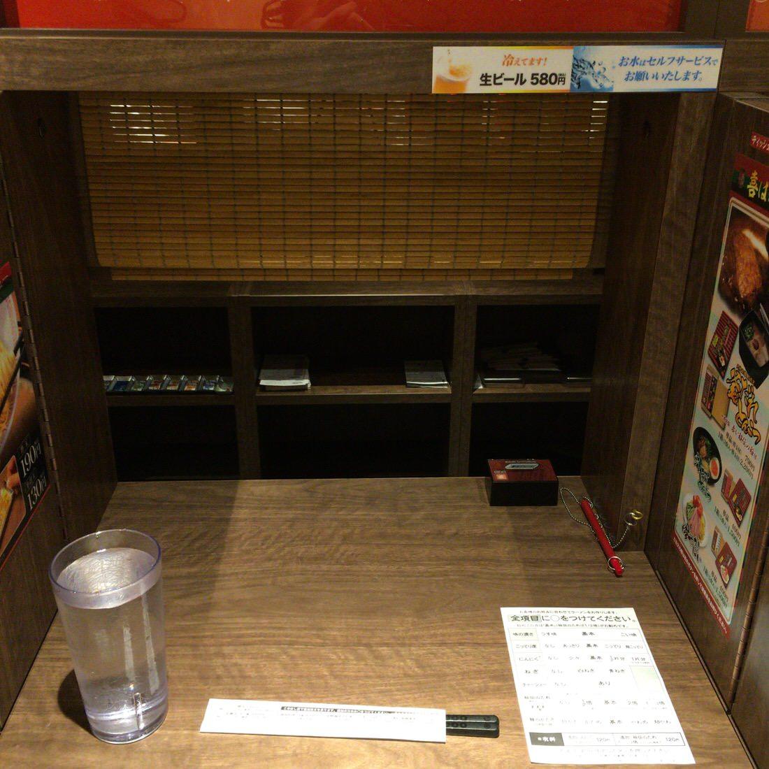 一蘭-味集中カウンター