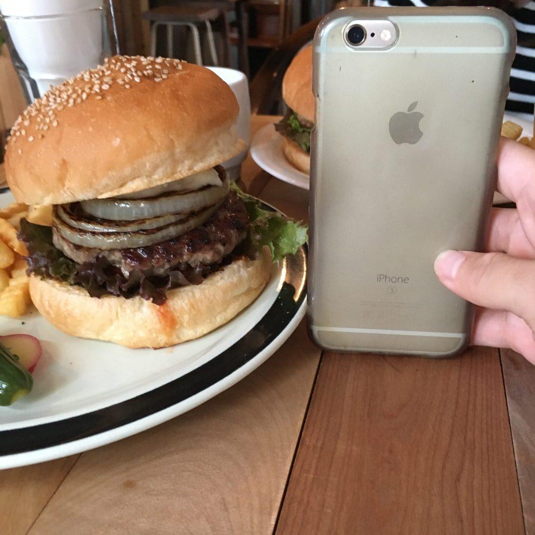 iPhoneVSハンバーガー